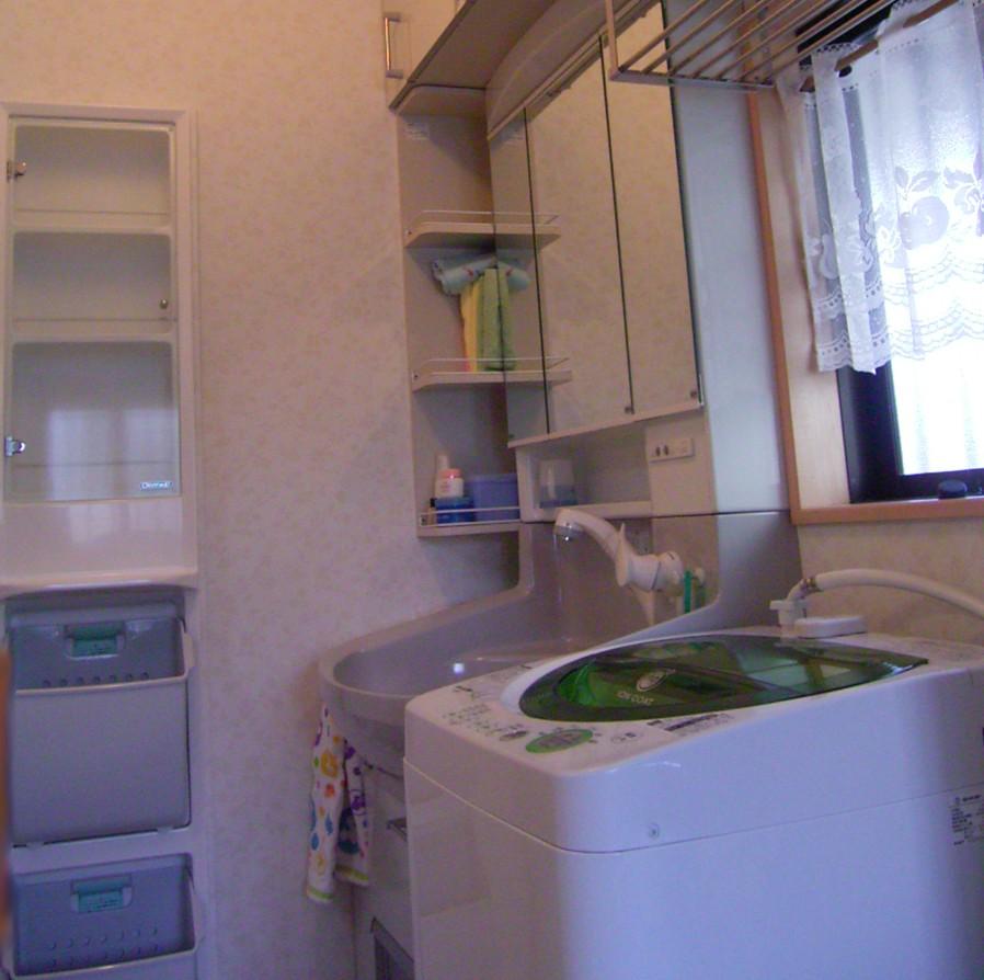 吊戸や埋込み収納で洗面所の収納力UP