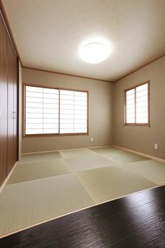 シンプルで現代的な和室