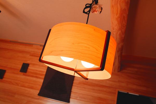 室内の雰囲気に合わせた照明