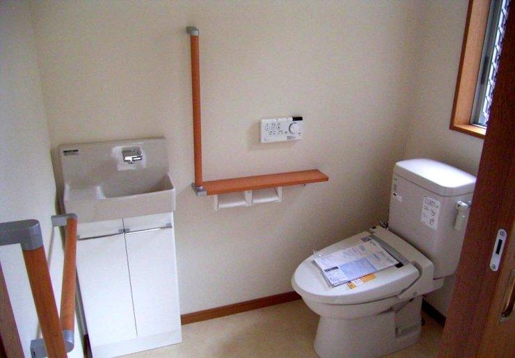 寝室からフラットフロアにてトイレへ