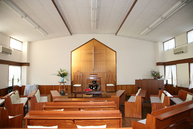 広々とした開放的な明るい礼拝堂に生まれ変わりました。